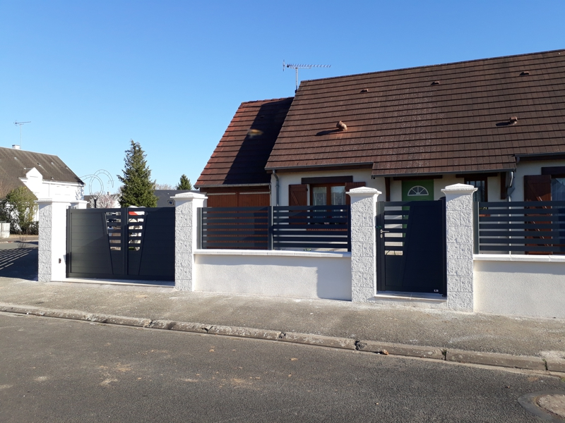 Portail et clôture sur muret à Beaugency dans le Loiret